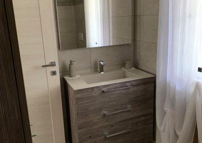 arredo bagno, tinte rilassanti, lavabo con cassettiera